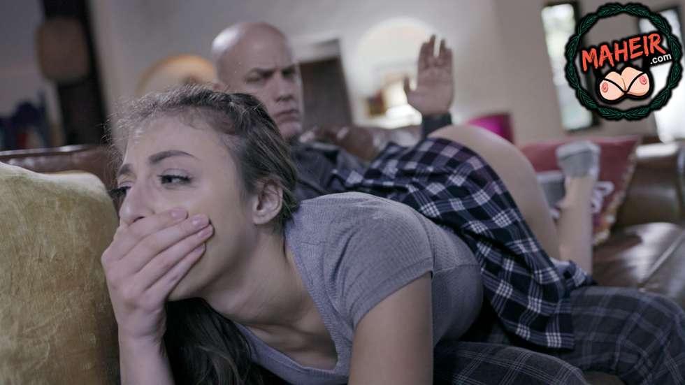 Eve geç saatte gelen kızını kucağına yatırıp terbiye etti