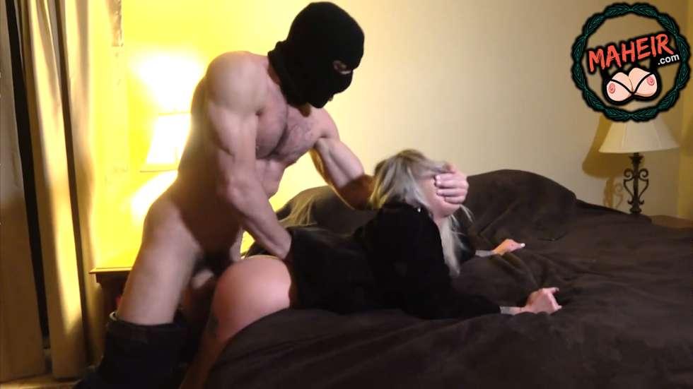Hırsızlık için girdiği evdeki dövmeli sarışına tecavüz etti