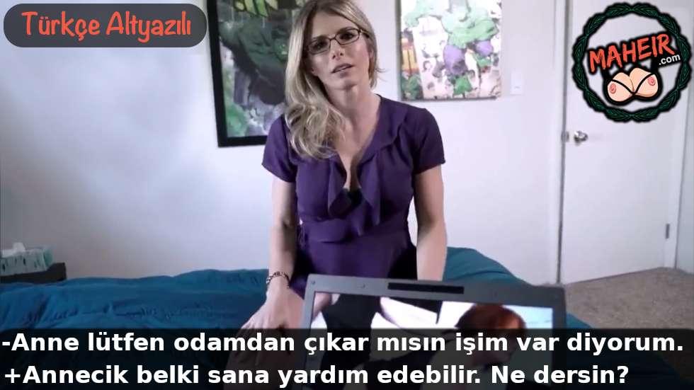 Porno izlerken annem geldi boşalmama yardım etti hd ensest