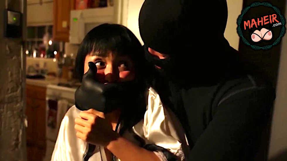 Eve giren hırsız asyalı kadının tek yaşadığını öğrenince