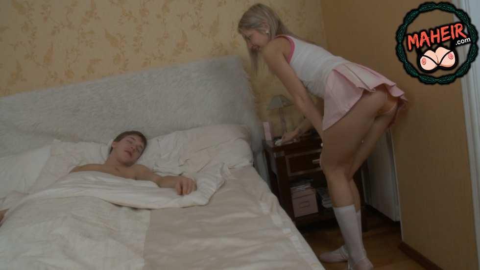 Kardeşimin rus bakıcısı ben uyurken odama girmiş sikimi istiyor