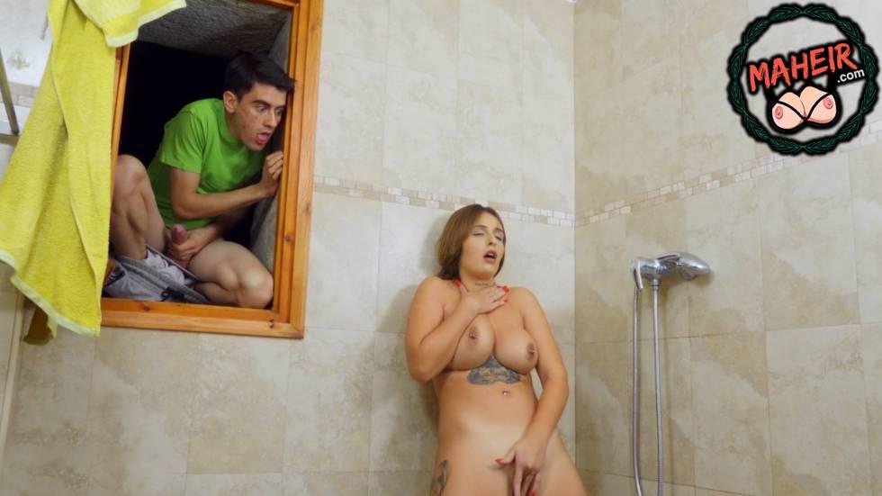 Sapık Cordi Duş Alan Komşusunu İzleyerek Çavuşu Tokatlıyor